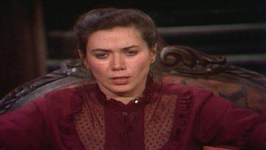 Capítulo de 27/09/1989 - Ascânio estranha Helena não ter enviado a confirmação da audiência do divórcio. Perpétua flagra Amorzinho falando com Amintas. Tieta chama Ascânio para o jantar na casa de Dário.