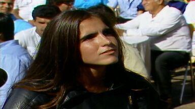 Capítulo de 28/03/1988 - Claúdia se lembra do incêndio que matou seus pais e jura vingança. Marília e Heitor ficam noivos. Marília pede que Fernando assuma seu amor por ela e acabe com o noivado.