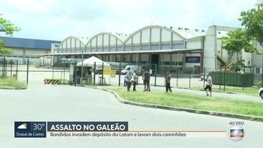 Assaltantes invadem depósito da Latam no Galeão e levam dois caminhões - Terminal de cargas do Aeroporto Internacional Tom Jobim também sofreu roubos em 2018. A Polícia investiga o caso. Até o início desta tarde de sábado (19), ninguém foi preso.
