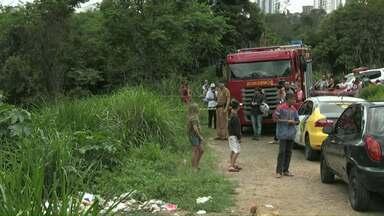Criança de sete anos sé encontrada morta em arroio de Ponta Grossa - Segundo familiares, a menina saiu para brincar quando desapareceu.