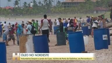 Óleo já atingiu 194 pontos no Nordeste brasileiro, aponta o Ibama - Neste sábado (19), as manchas atingiram os municípios de Ipojuca, em Pernambuco e as praias de Cupe e Maracaípe, em Porto de Galinhas.