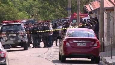 Polícia de SP procura quadrilha que assaltou Aeroporto de Viracopos - Pelo menos 20 bandidos participaram do roubo de uma carga de dinheiro que ia para a Inglaterra. Na fuga, um dos ladrões invadiu uma casa e fez uma mãe e o bebê reféns.