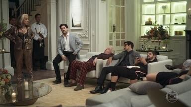 Cornélia insiste em esperar por convidados da festa - Após longa espera, a família diz que ninguém aparecerá na mansão