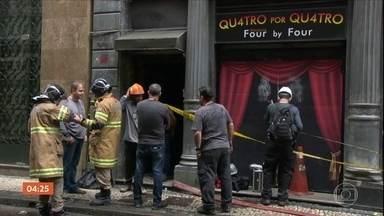 Polícia do RJ faz perícia em boate atingida por incêndio; quatro bombeiros morreram - O laudo do IML aponta asfixia por fumaça como a causa das mortes.