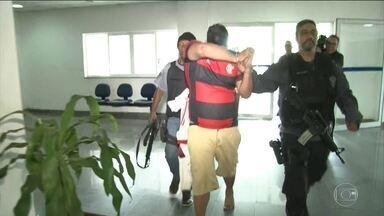 Polícia prende suspeitos que planejavam invadir o Maracanã na semifinal da Libertadores - Policiais estão nas ruas, na manhã desta terça-feira (22), para prender uma quadrilha que planejava invadir o Maracanã na quarta-feira (23), na semifinal da Libertadores, no jogo entre o Flamengo e o Grêmio. Os investigadores descobriram o plano monitorando conversas nas redes sociais.