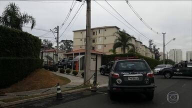 Polícia de Campinas prende três suspeitos de participar do assalto em Viracopos - Homens suspeitos estavam em um apartamento dentro de um condomínio. Os policiais chegaram até lá depois de uma denúncia anônima.