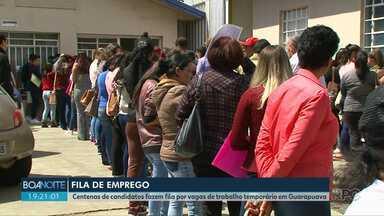 Centenas de candidatos fazem fila por vagas de trabalho temporário em Guarapuava - Fila chamou a atenção de quem passou pelo Centro da cidade na manhã desta segunda