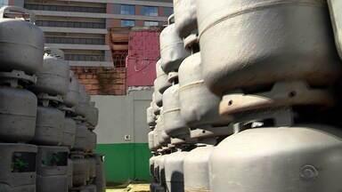 Distribuidoras decidem segurar o preço do botijão de gás após reajuste da Petrobras - Aumentos anunciados pela refinaria devem influenciar valores nos próximos dias.
