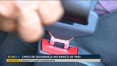 Pesquisa mostra que poucos brasileiros usam cinto de segurança no banco de trás - Apenas 7% da população usam o cinto de segurança no banco de trás.