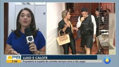 Mulher suspeita de aplicar golpes em pessoas e empresas é presa, em João Pessoa - Suspeita foi encontrada em um hotel de luxo, localizado na orla da capital.