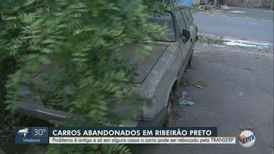 Carros abandonados nas ruas de Ribeirão Preto, SP, causam transtornos - Só em alguns casos a Transerp pode rebocar os veículos.