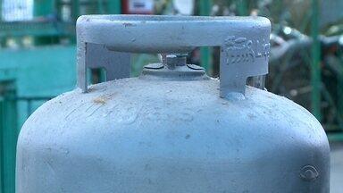 Gás de cozinha sofre reajuste no preço - Mudança pegou de surpresa consumidores e revendedores.