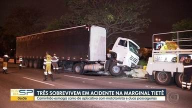 Motorista de caminhão perde controle do veículo e acerta carro em São Paulo - Acidente aconteceu na Marginal Tietê, na pista sentido Ayrton Senna.