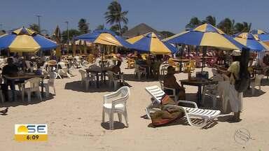 Comerciantes comemoram retorno de banhistas a praias de Aracaju - Comerciantes comemoram retorno de banhistas a praias de Aracaju.