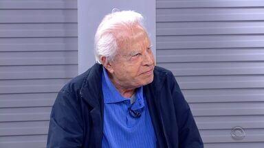 Espetáculo do Natal Luz que estreia sábado (26) conta com narração de Cid Moreira - Confira a entrevista no estúdio do Jornal do Almoço.