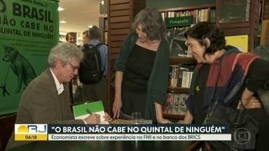 Economista Paulo Nogueira Batista Jr. lança livro - Economista escreve sobre experiência no FMI e no banco dos BRICS.