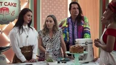 Vivi justifica sua crítica ao bolo de Maria da Paz - A digital influencer não gosta de um dos ingredientes usado pela boleira. Dona Céu ganha nota máxima com sua versão do bolo mágico