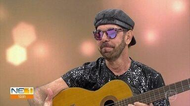 Nando Cordel faz música para falar sobre óleo nas praias do Nordeste - Artista faz show no Recife.