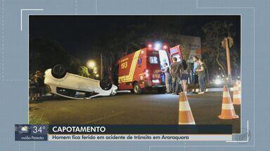 Motorista fica ferido após capotagem em Araraquara - Carro que ele estava foi atingido por outro na noite de sexta-feira (25).