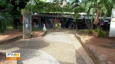 Transferência do Camelódromo para o PUM é alvo de protesto em Presidente Prudente - Pais de atletas são contra a instalação temporária de comerciantes em quadras esportivas.
