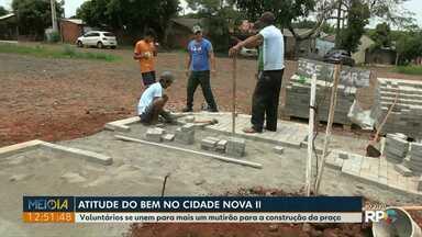 Atitude do Bem: voluntários se unem em mais um mutirão no Cidade Nova II - Uma praça será construída em um terreno que estava abandonado.