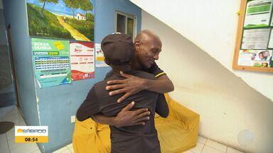 Emoção: veja o reencontro dos irmãos que não se viam há anos - Eles se encontraram de maneira inesperada.