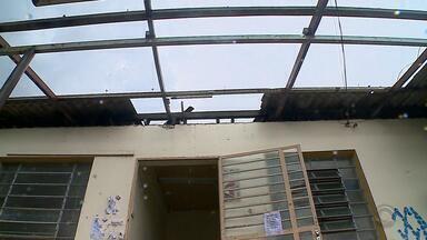 Cinco municípios do RS decretam estado de emergência após estragos dos temporais - Ventos, granizo e chuvas fortes deixaram casas destelhadas e alagamentos.