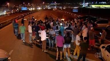 Motoristas de aplicativo protestam após morte de colega de trabalho - Eles fecharam um trecho da BR-153, em Goiânia.