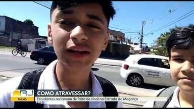 Estudantes reclamam de falta de sinal de trânsito na Estrada do Magarça - O telespectador Lohan mandou um vídeo denunciando a falta de sinal de trânsito em frente a sua escola na Estrada do Magarça, Campo Grande.