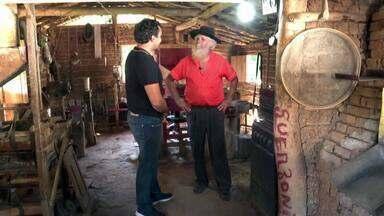 Necessidade, a mãe das invenções - Conhecido como inventor pelos vizinhos, seu Sebastião mora na zona rural de Minas Gerais. Ele criou uma usina de energia em casa e não paga conta de luz desde a década de 1970.