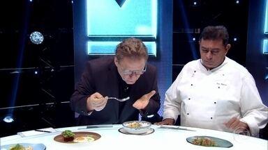 Claude Troisgros experimenta os pratos do time Leo - Confira o Menu Capitão Brasil