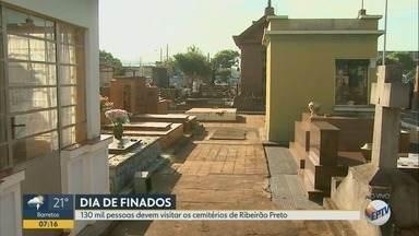 Dia de Finados deve levar 130 mil aos cemitérios em Ribeirão Preto - Programação inclui celebração de missas ao longo deste sábado (2).