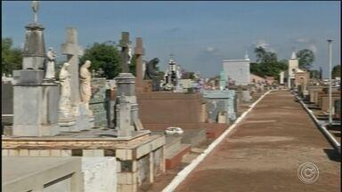 Feriado de Finados deve aumentar o movimento nos cemitérios da região - O movimente neste feriado de Finados deve aumentar nos cemitérios da região, que espera a visita de milhares de pessoas.