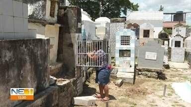 Cemitérios fazem últimos ajustes para o Dia de Finados - Algumas famílias anteciparam a visita aos tumúlos.