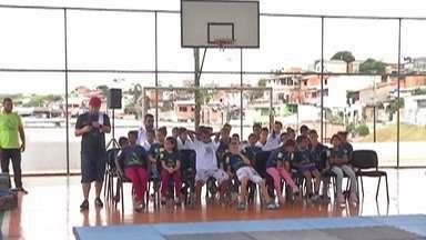 Fundo Social de Mogi lança campanha Natal de Sorrisos 2019 - As pessoas podem doar roupas e brinquedos nos pontos de coleta distribuídos em locais de grande circulação na cidade, como o prédio da Prefeitura e escolas da rede municipal.