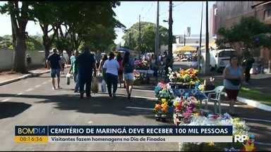 Manhã movimentada no cemitério municipal de Maringá - Mais de 100 mil pessoas devem visitar o cemitério municipal.