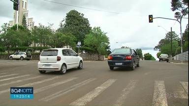 Programa incentiva moradores a emplacarem os veículos em Laranjeiras do Sul - A ideia é aumentar a arrecadação do município por meio dos recursos do IPVA que são pagos pelos donos dos veículos.