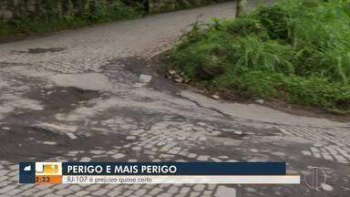 RJ-107, em Petrópolis, causa prejuízo para motoristas que passam por ela - Buracos, paralelepípedos que se soltam da pista, tráfego intenso e estrada sinuosa estão entre os problemas da Estrada Velha da Serra.