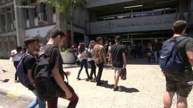 Primeiro dia de Enem tem atrasados e confusão com horário de verão - Até o Ministério da Educação se confundiu com o fim do horário de verão.