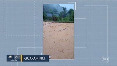 Chuva causa inundações em cidades do Norte de SC - Chuva causa inundações em cidades do Norte de SC