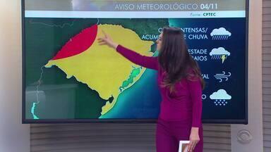 RS permanece com alerta de chuva intensa e granizo nesta segunda-feira (4) - Assista ao vídeo.
