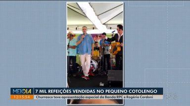 Sete mil refeições foram vendidas no churrasco beneficente do Pequeno Cotolengo - A banda da RPC tocou no evento.