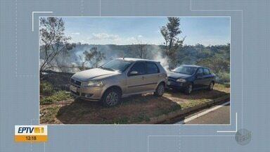 Queimada em vegetação causa danos em veículos em Varginha - Queimada em vegetação causa danos em veículos em Varginha