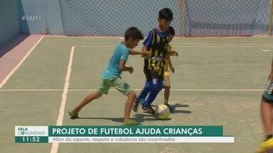 Fala Comunidade: Conheça projeto que ensina futsal para crianças - Respeito e cidadania são incentivados.
