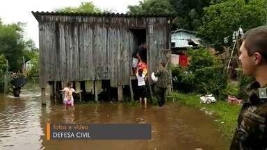 Nível dos rios continua preocupando no Vale do Rio Pardo - Em Rio Pardo e Cachoeira do Sul, dezenas de famílias já precisaram deixas as casas.