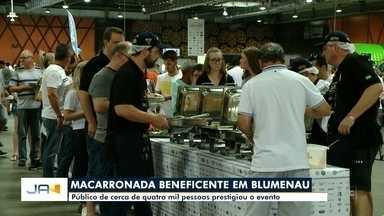 Cerca de quatro mil pessoas prestigiaram a Macarronada Beneficente, em Blumenau - Cerca de quatro mil pessoas prestigiaram a Macarronada Beneficente, em Blumenau