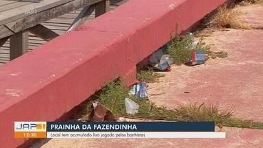 Prainha da Fazendinha tem acumulado lixo jogado pelos banhistas - Prainha da Fazendinha tem acumulado lixo jogado pelos banhistas