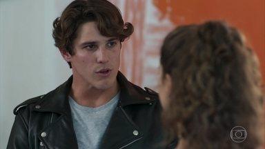 Rui faz ameaças e deixa Rita preocupada - Ele sugere que Rita deve ajudá-lo a se encontrar com Nina ou pode fazer coisas erradas contra a família de Lígia
