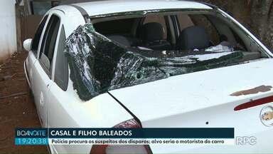 Polícia procura os suspeitos dos disparos; alvo seria o motorista do carro - A mulher e o filho do motorista foram baleados.