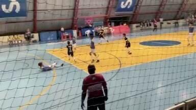 VC no GE: Paulo domina a bola, faz embaixadinhas e uma pintura de gol - VC no GE: Paulo domina a bola, faz embaixadinhas e uma pintura de gol